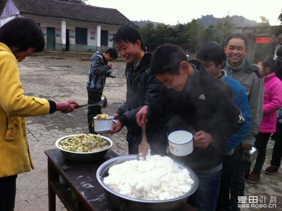 2012年12月竹溪孩子们的午餐.jpg