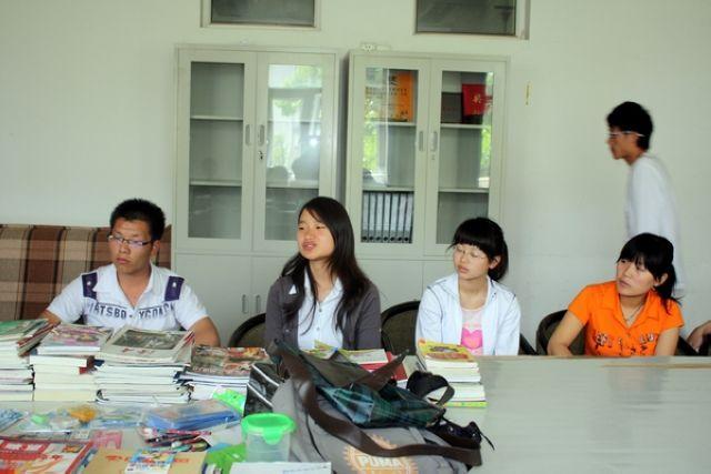 [贴图]上海医疗器械专科学校沪东校区物资捐赠仪式