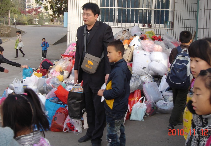 秦淮河畔老兄和一位小朋友