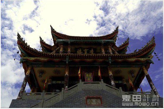 会理/2013/7/24 23:16 上传 蓝天白云下的古城的钟鼓楼